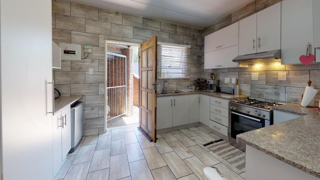 1-Sunny-side-Ridge-Kitchen.jpeg