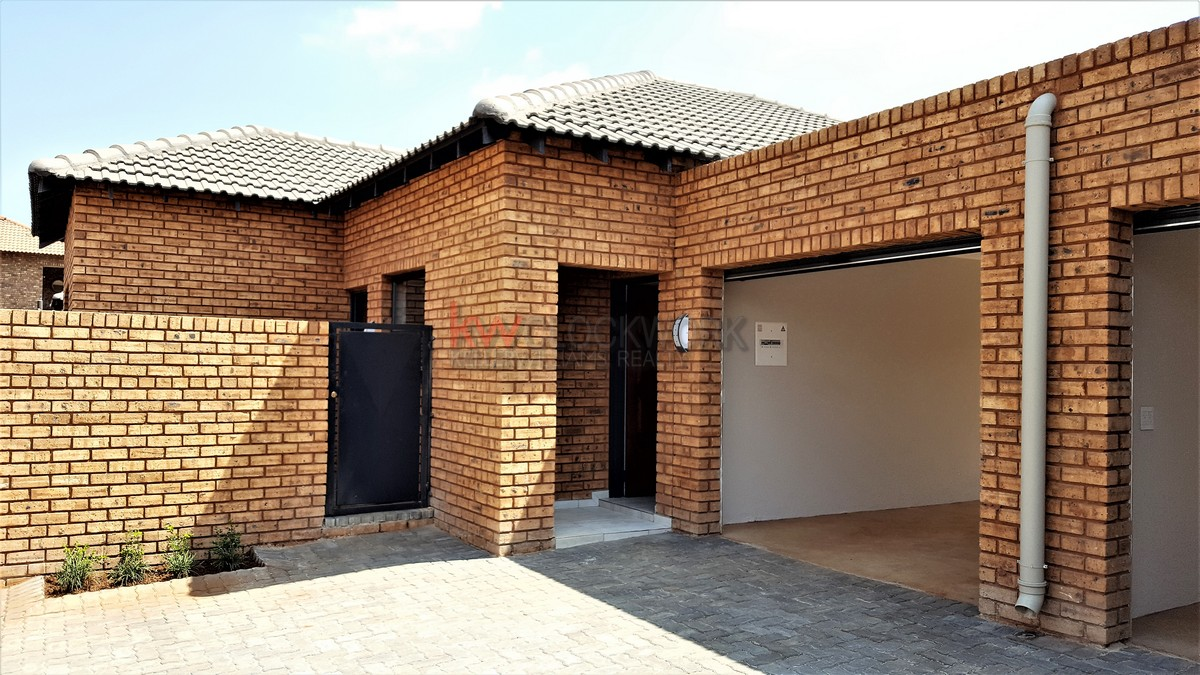3 BedroomTownhouse For Sale In Albemarle