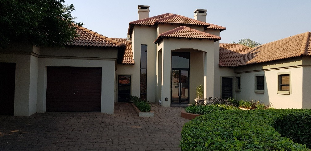 Spacious open plan 3 Bedroom house with flat in Irene Farm Villages