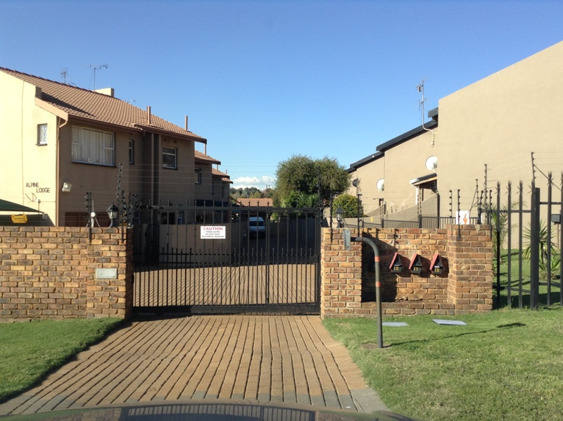 3 BedroomTownhouse For Sale In Illiondale
