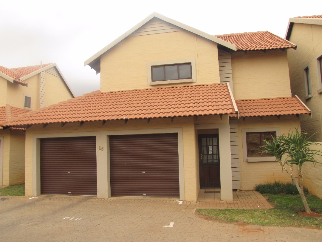 3 Bedroom Townhouse for Sale in Country View Estate