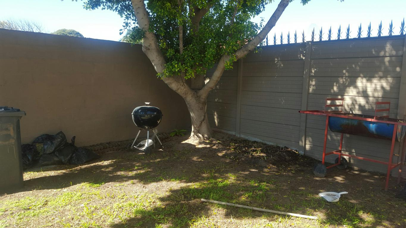 3 Bedroom House for sale in Strand South