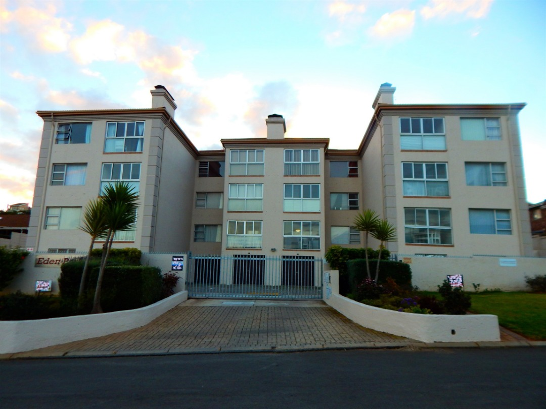 Furnished 2 bedroom apartment with a garage in Hartenbos