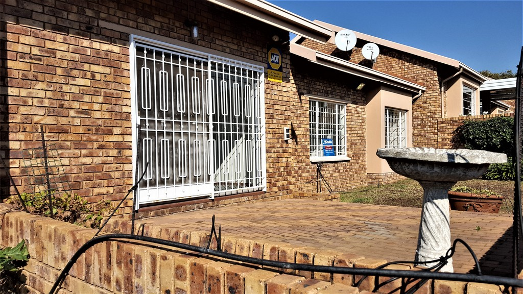 3 Bedroom Townhouse for sale in Glenvista ENT0029817 : photo#0