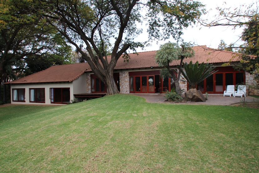 Luxurious north facing 4 bedroomed home. Entertainers dream. Immediately available .To buy or let