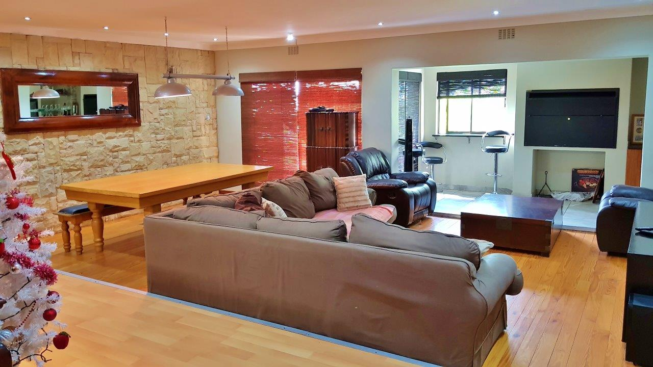 4 BedroomHouse For Sale In Mountainside
