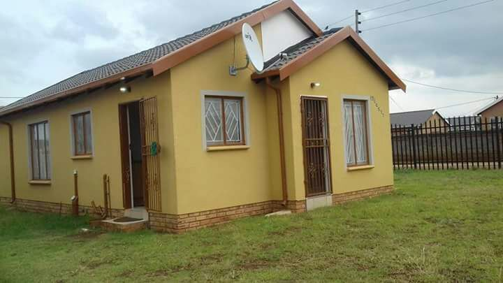 3 BedroomHouse For Sale In Beverley Hills