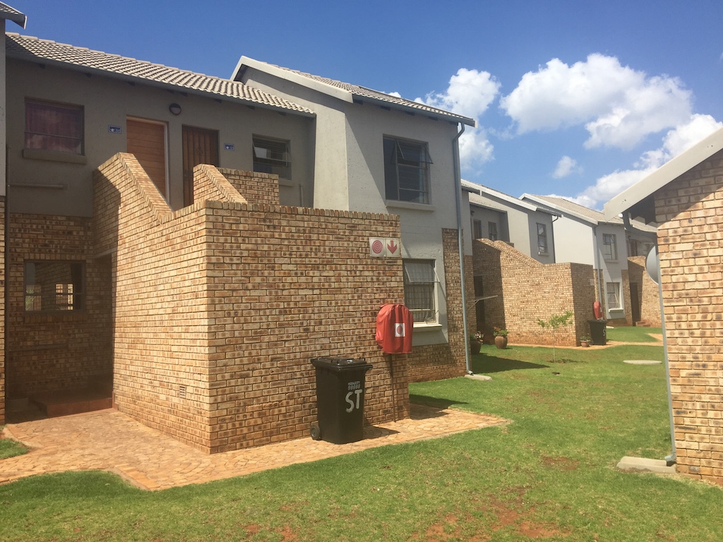 2 BedroomTownhouse To Rent In Rangeview