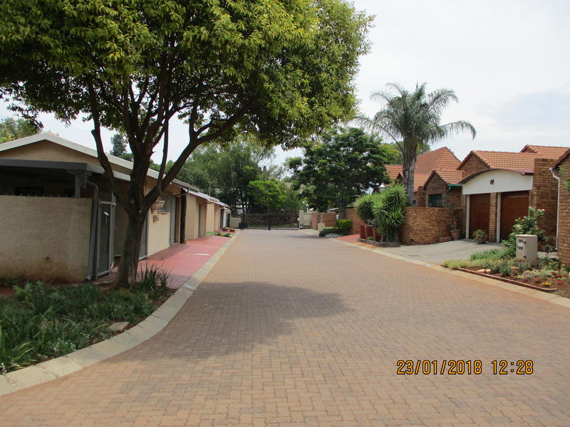 2 BedroomTownhouse To Rent In Clubview