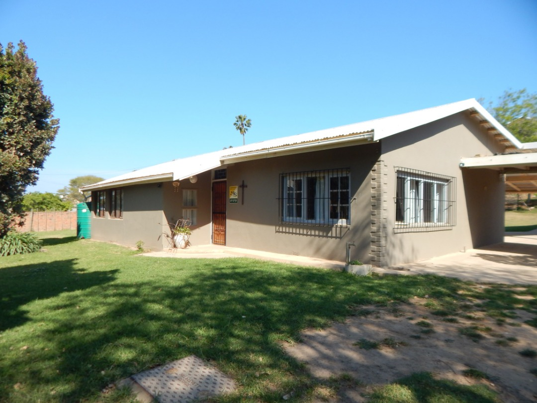 Stunning smallholding close to town