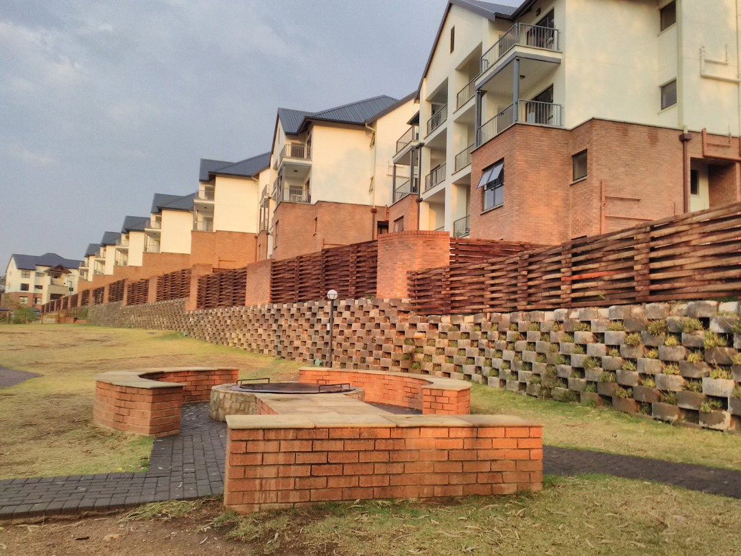 Ground Floor 3 Bed Unit in Kyalami Hills for the Adventurous Living