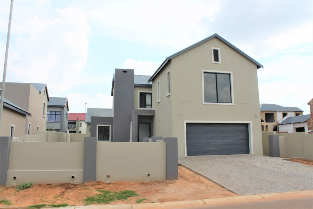 BRAND NEW 3 BED HOUSE in ESTATE