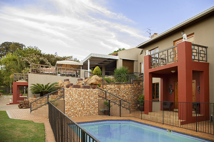 CLASSIC NORTHCLIFF HOME ON FREDERICK DRIVE