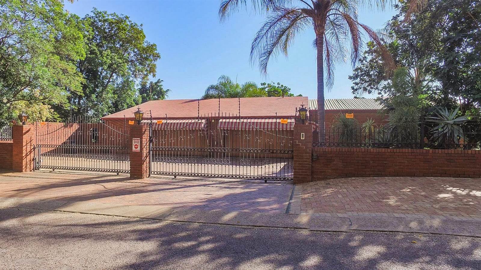 Open, Sunlit Villa for sale in Florauna