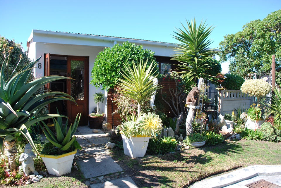 2 BedroomHouse For Sale In Pearly Beach