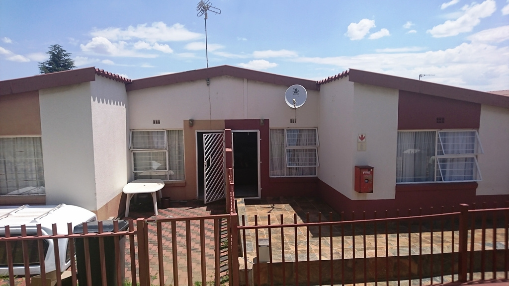 3 BedroomHouse For Sale In Ridgeway