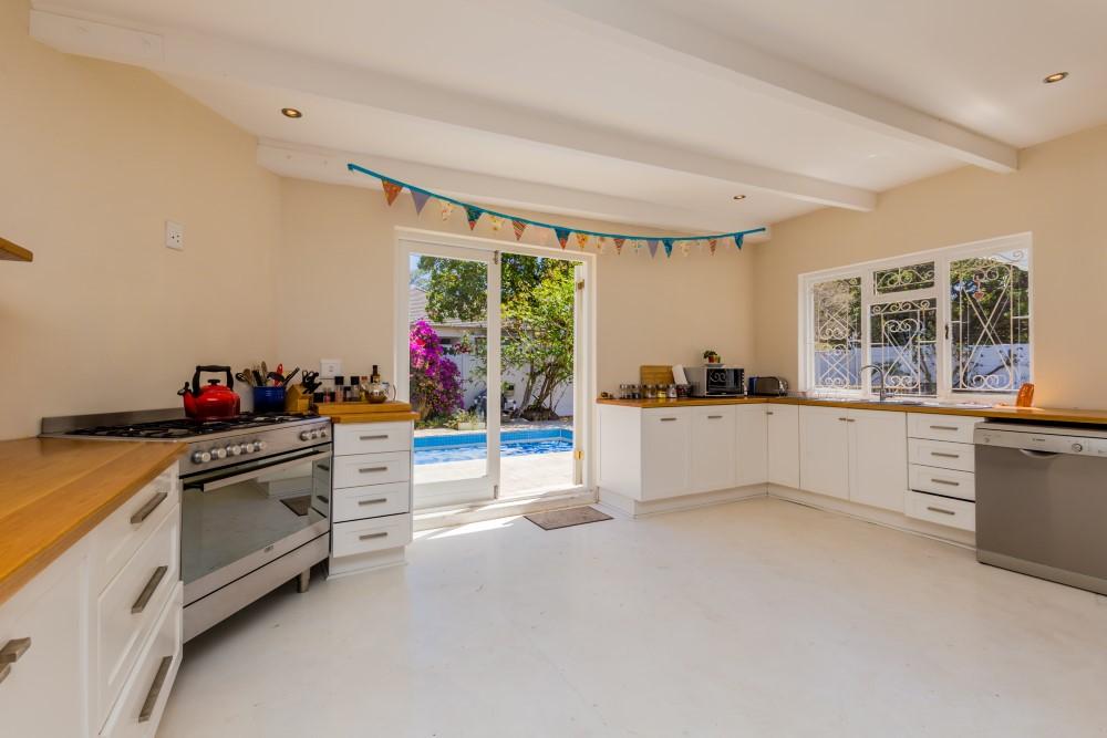4 BedroomHouse For Sale In Rondebosch