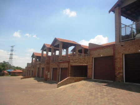 3 Bedroom Townhouse for sale in Clubview ENT0012464 : photo#2