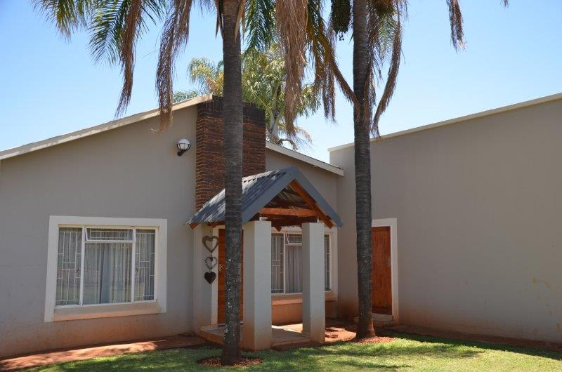 Modern Upgraded Family Home with flatlet possibility