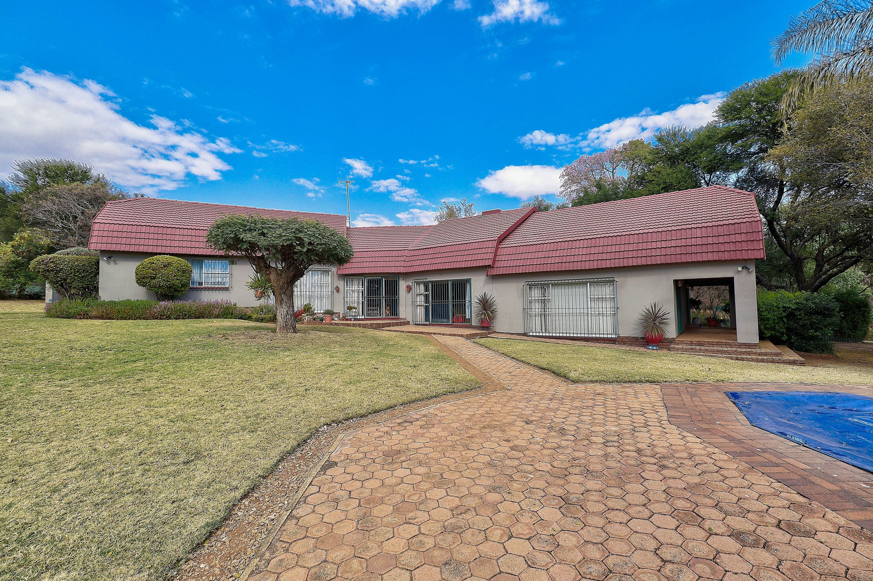 POORTVIEW - RUIMSIG 2.24Ha Family Home