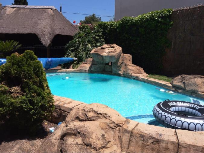 4 Bedroom House for sale in South Crest ENT0074617 : photo#0