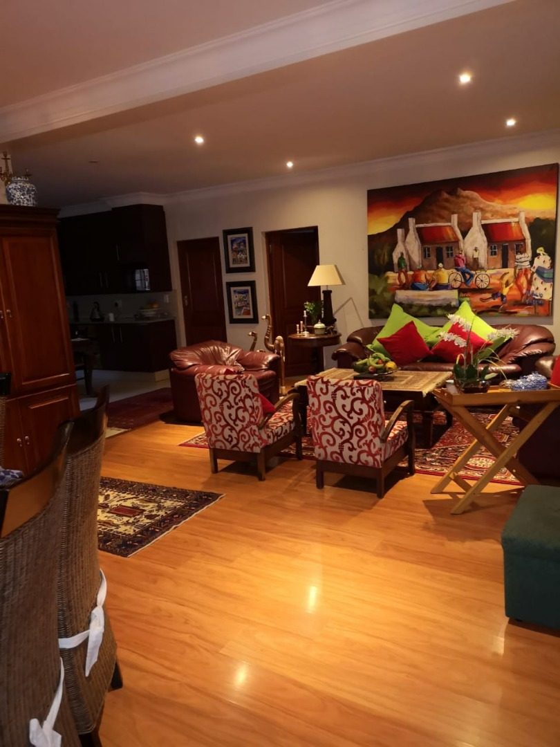 Executive 5 Bedroom House In Country Estate With 2 flat Lets