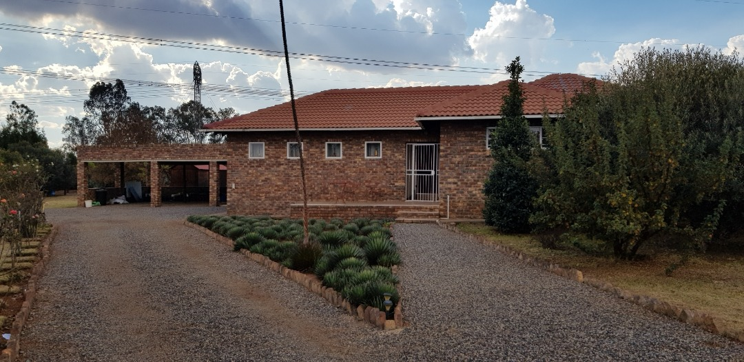 Country living home situated in Rietvlei View Estate