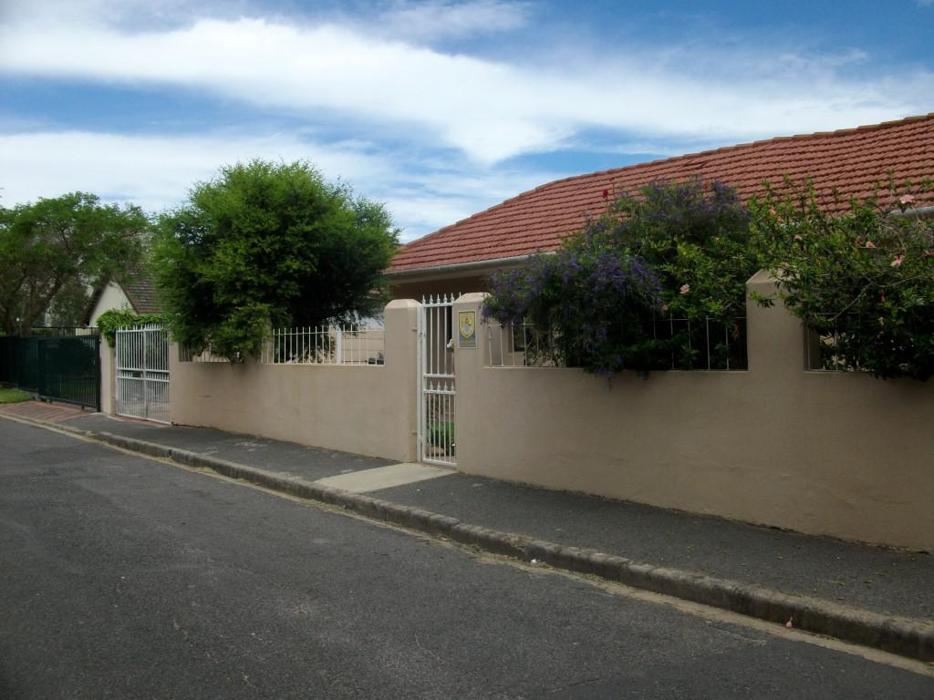 4 BedroomHouse Pending Sale In Strand Central