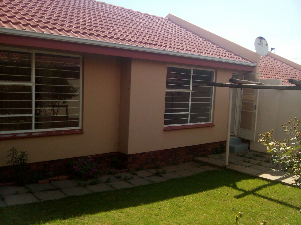 2 Bedroom Townhouse for sale in Sunninghill ENT0074719 : photo#1