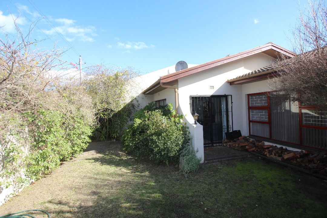 4 Bedroom Townhouse with spacious double garage | Grabouw