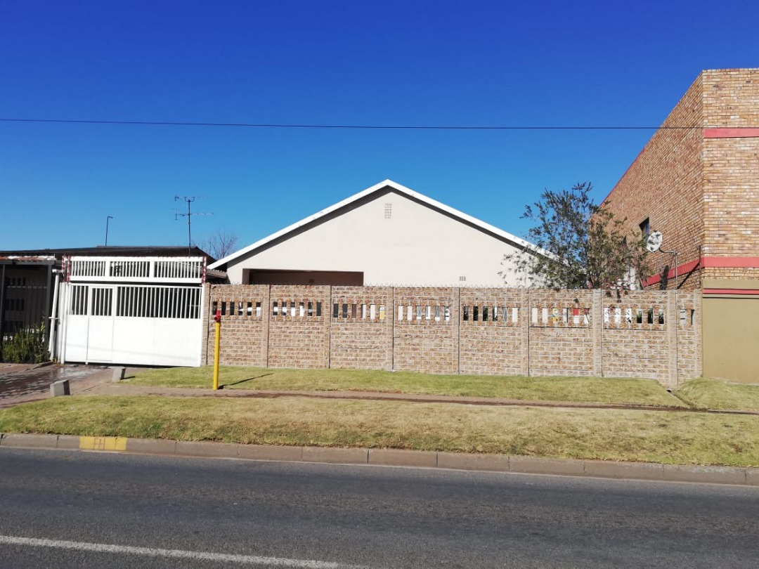 Neat Family Home in Actonville