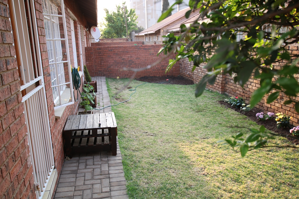 1 BedroomTownhouse For Sale In Middelburg South