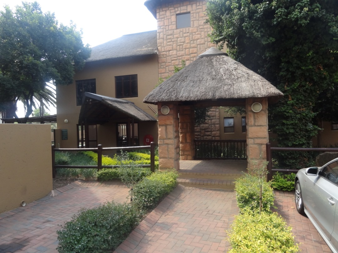 2 Bed Loft Apartment for Sale , Pineslopes