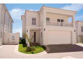 4 BedroomTownhouse For Sale In La Lucia Ridge
