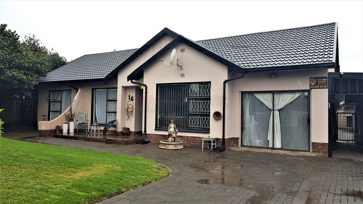 3 Bedroom House for sale in Verwoerdpark ENT0087083 : photo#0