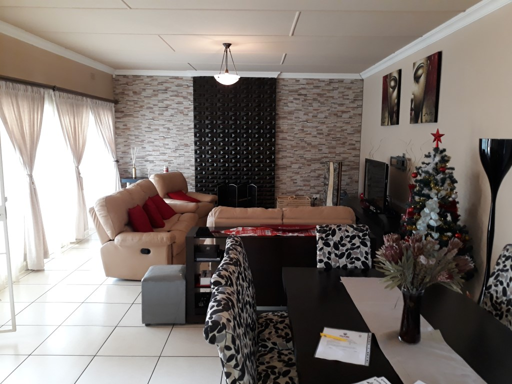 3 Bedroom House for sale in South Crest ENT0080475 : photo#6