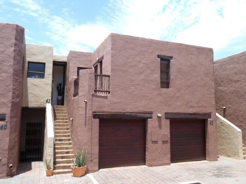 STUNNING 2-Bed 2-Bath Townhouse For Sale in North Riding