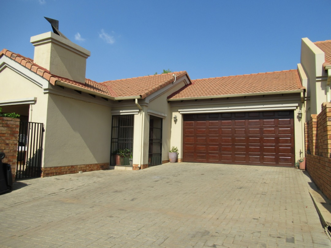 Lovely full title 3 bedroom house