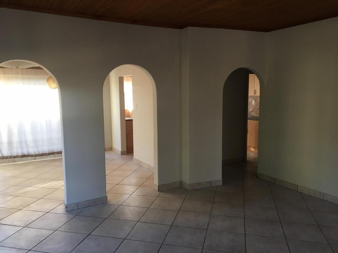 3 bed 2 bath House - Meyerspark