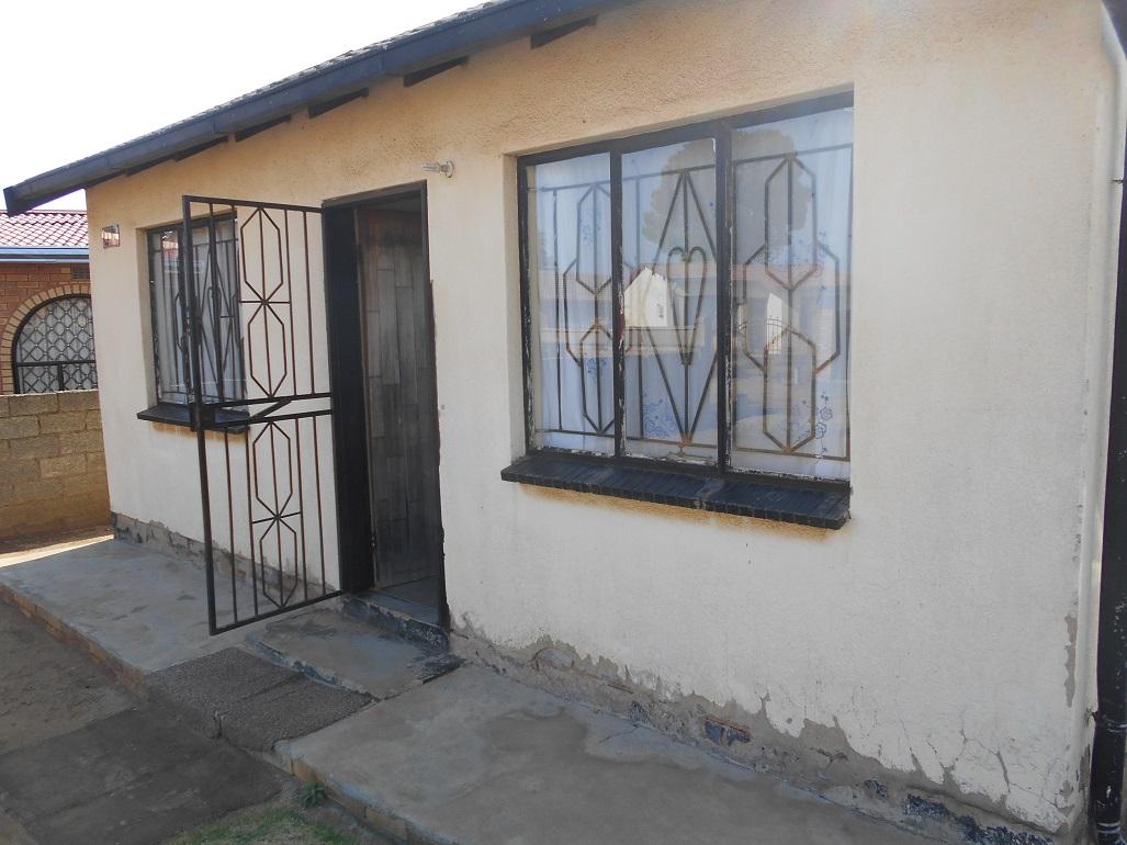 2 BedroomHouse For Sale In Tsakane