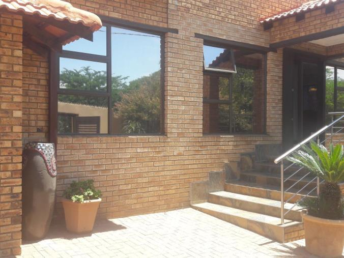 4 Bedroom House for sale in South Crest ENT0074617 : photo#2