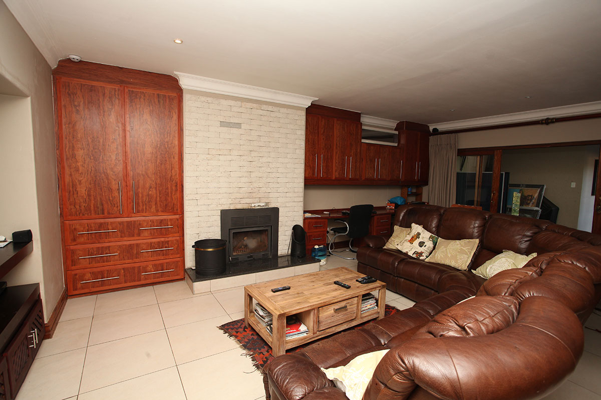 4 Bedroom House for sale in Waterkloof ENT0009460 : photo#8