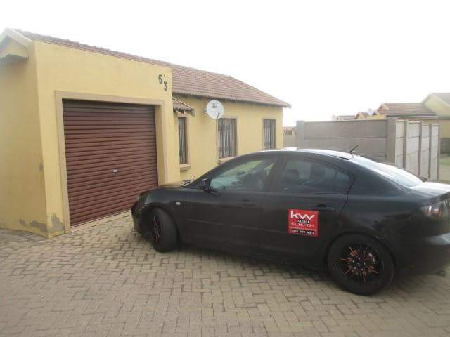 3 BedroomTownhouse For Sale In Mohlakeng