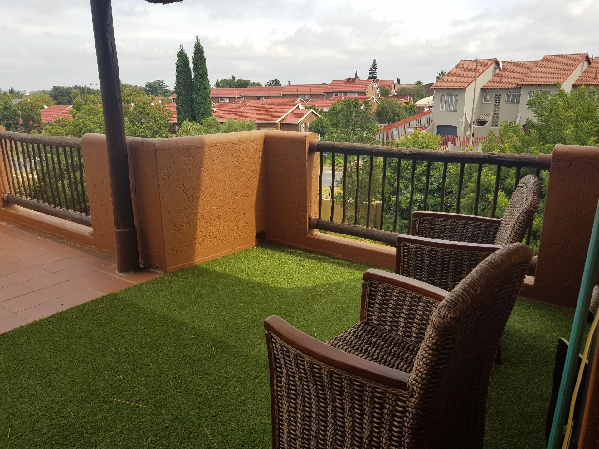 Immaculate 3 Bedroom Modern Townhouse