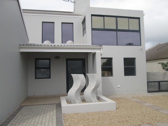 3 BedroomHouse For Sale In Country Club