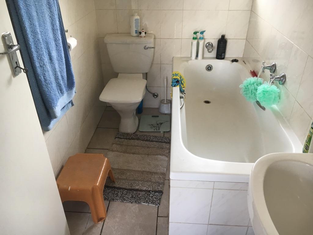 2 Bedroom Apartment pending sale in Radiokop ENT0016850 : photo#10