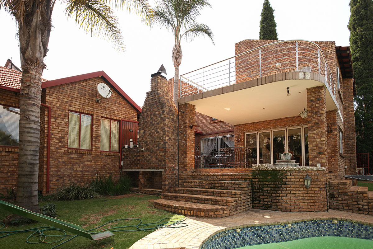 Immaculate 5  bedroom house with study, pool, staff quarters