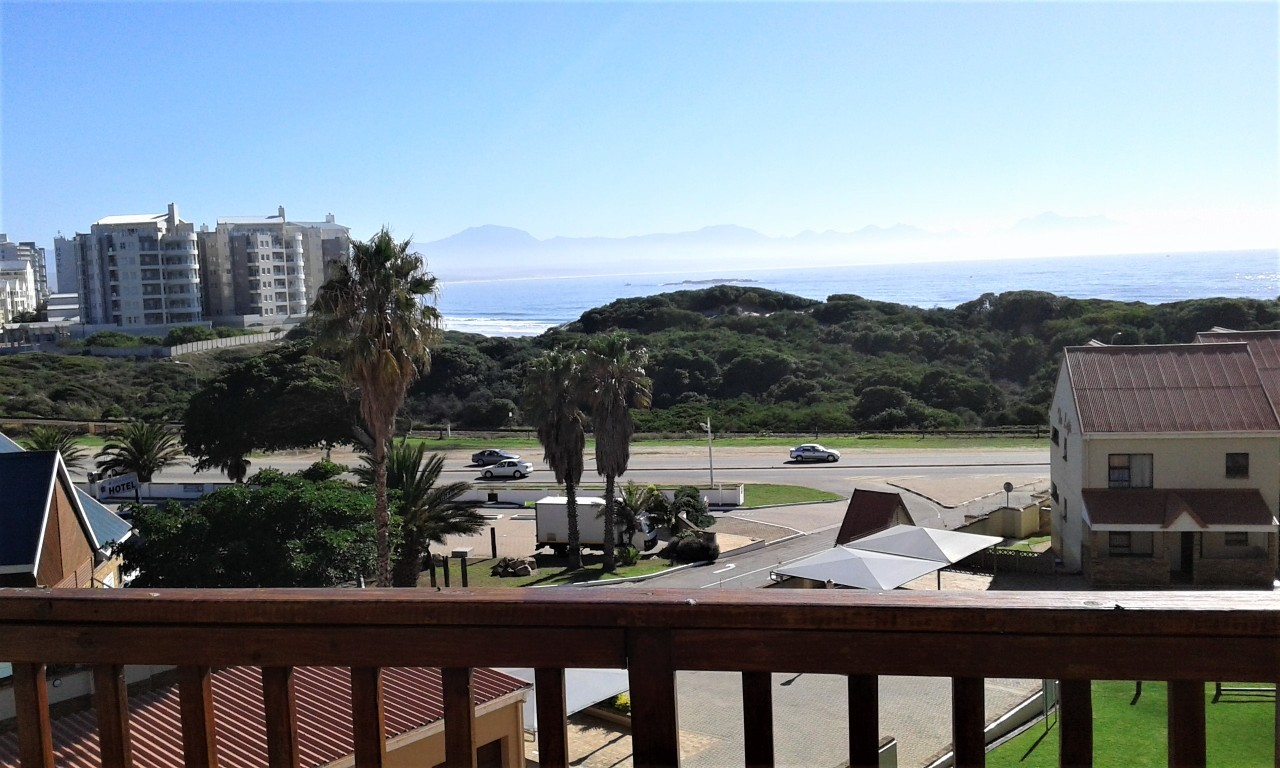 Beautiful 2 bedroom 1 bathroom apartment in Boland Park Mossel Bay for sale
