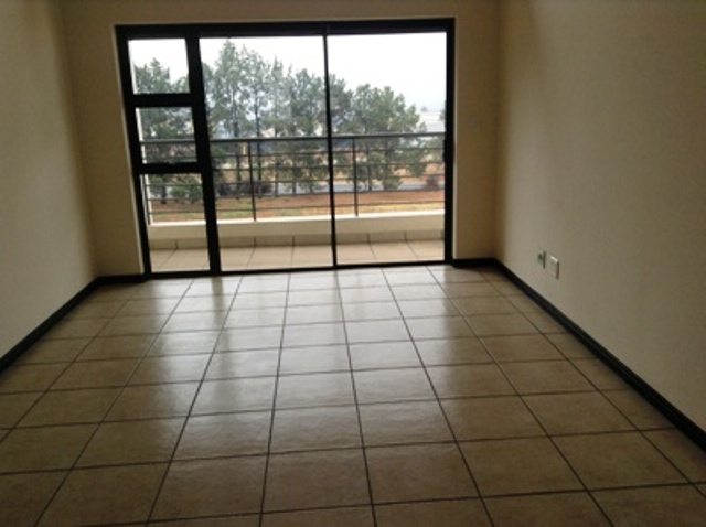 2 BedroomHouse To Rent In Greenstone Gate