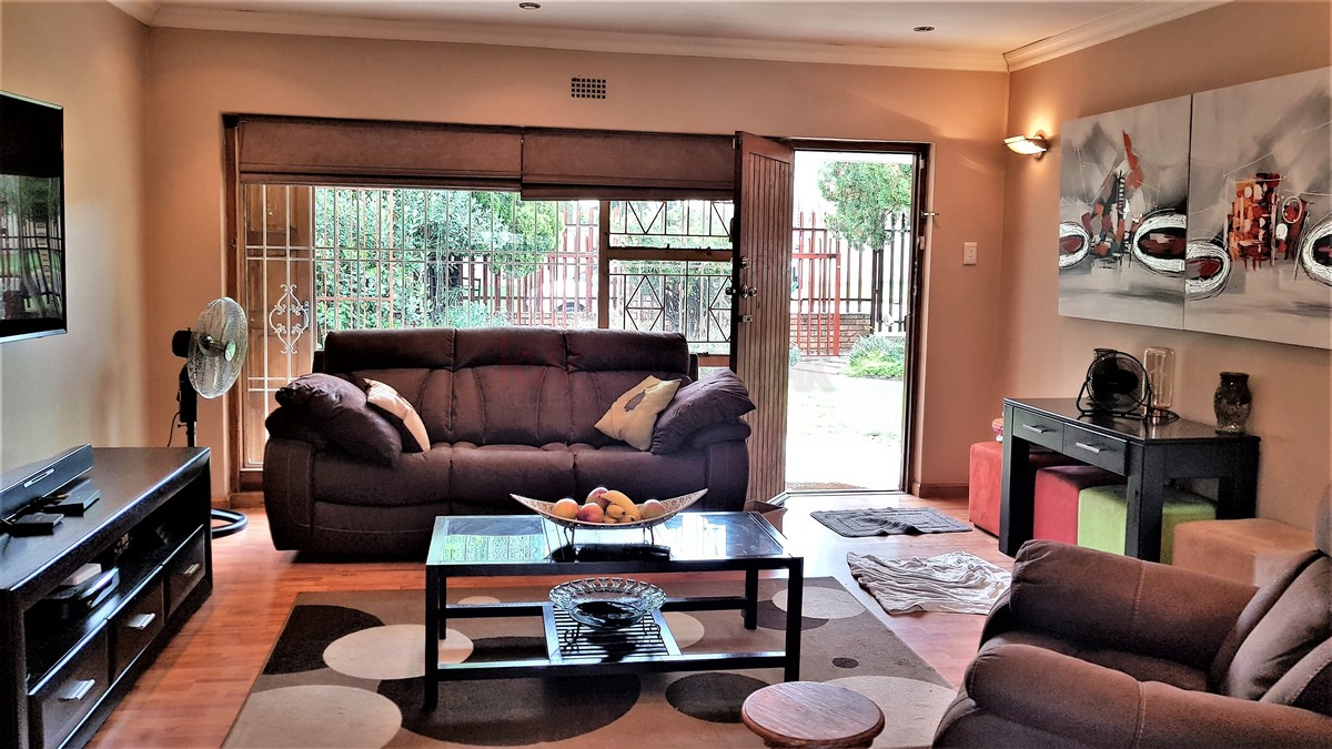 3 Bedroom House for sale in Verwoerdpark ENT0084632 : photo#6